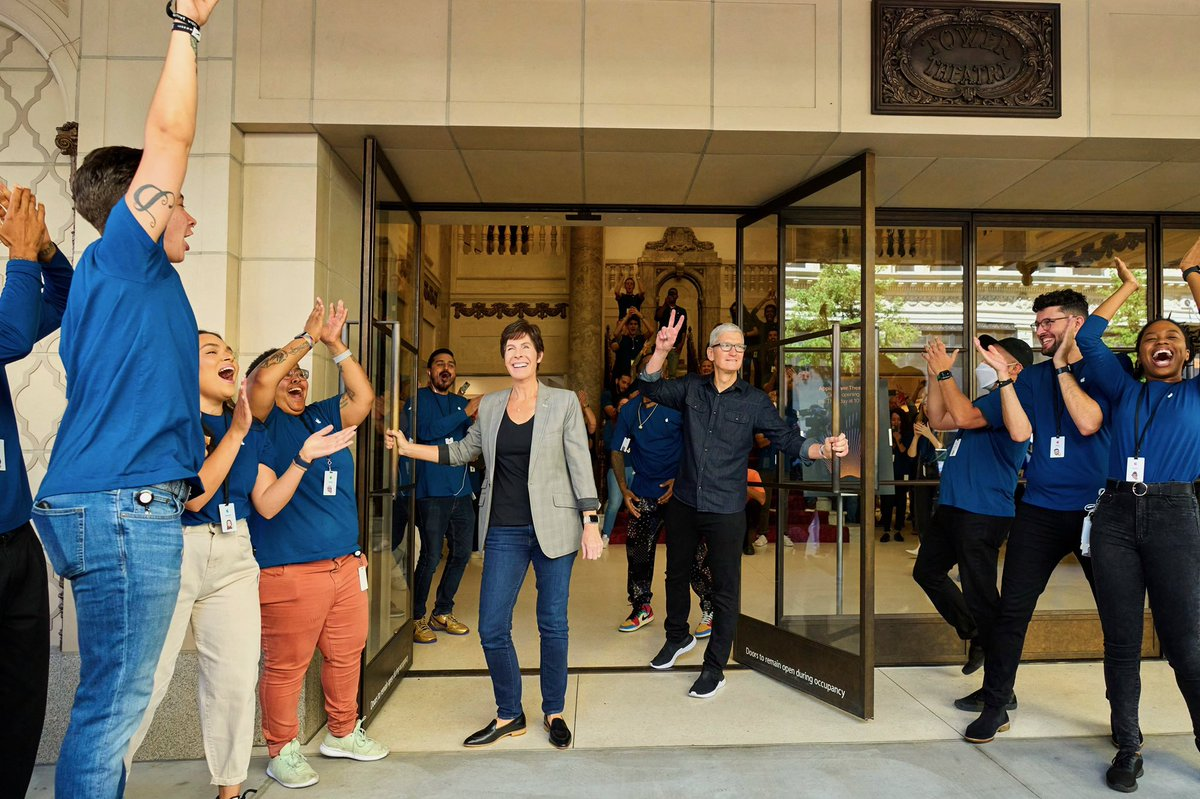 Today we opened the doors to our new store in downtown LA — Apple Tower Theatre. It's a testament to a city rich in culture and diversity. We're so excited to be a part of DTLA! https://t.co/l4UQmZQ5x4