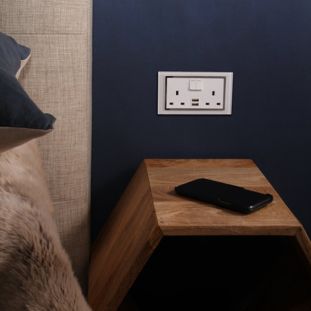 Get yourself a plug socket with enough power ports to charge and power everything you need on your bedside. retrotouch.co.uk/plug-sockets/c… #bedside #bedroom #inspiration #plugsockets #usb