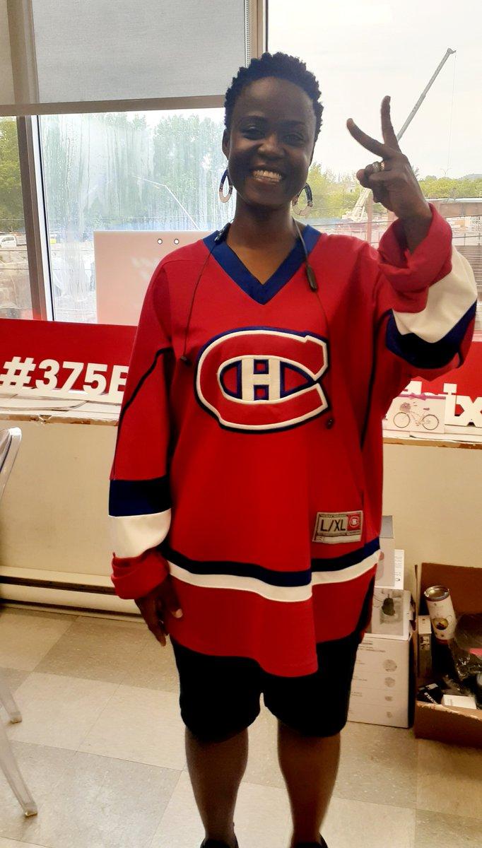 J'ai troqué le soccer/football pour le hockey (sport national au Québec). L'immigration est un parcours enrichissant et une montagne russe d'émotions!! Fête de la St-Jean MÉMORABLE. #24juin https://t.co/HfopfHQ1Lo