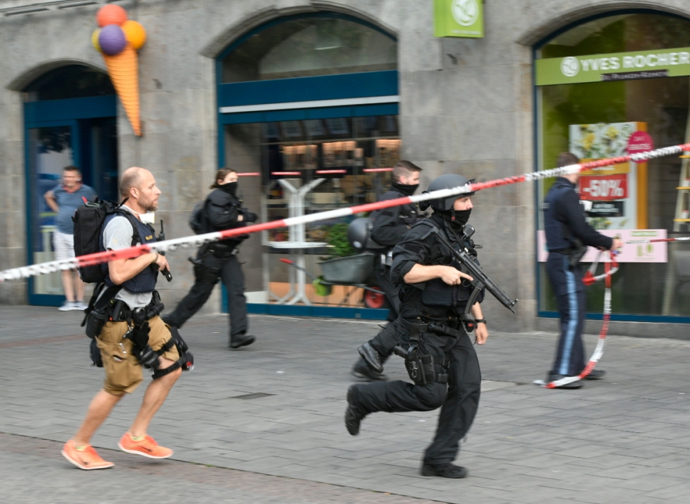 Three People Dead, Five Injured in Knife Attack in Würzburg, Germany