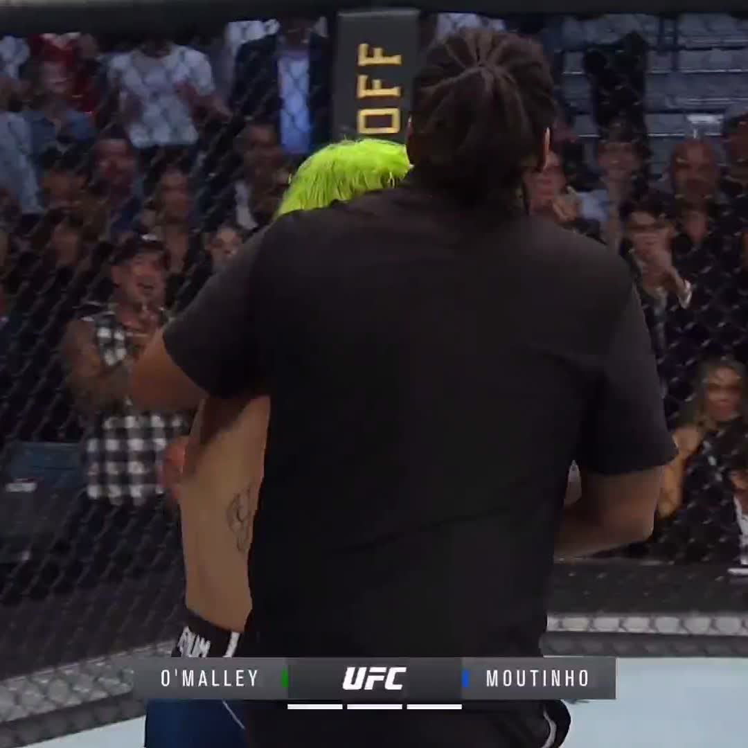 .@SugaSeanMMA gets a TKO win after an amazing performance 😳  #UFC264  (via @ufc) https://t.co/eNQKfQLaVv