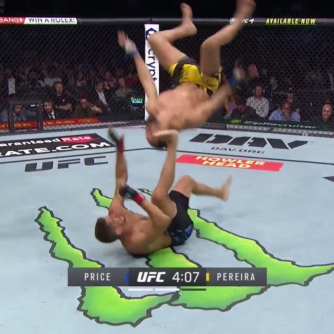 He tried a backflip 😂  #UFC264   (via @UFC_CA) https://t.co/bn4wjHXQfd