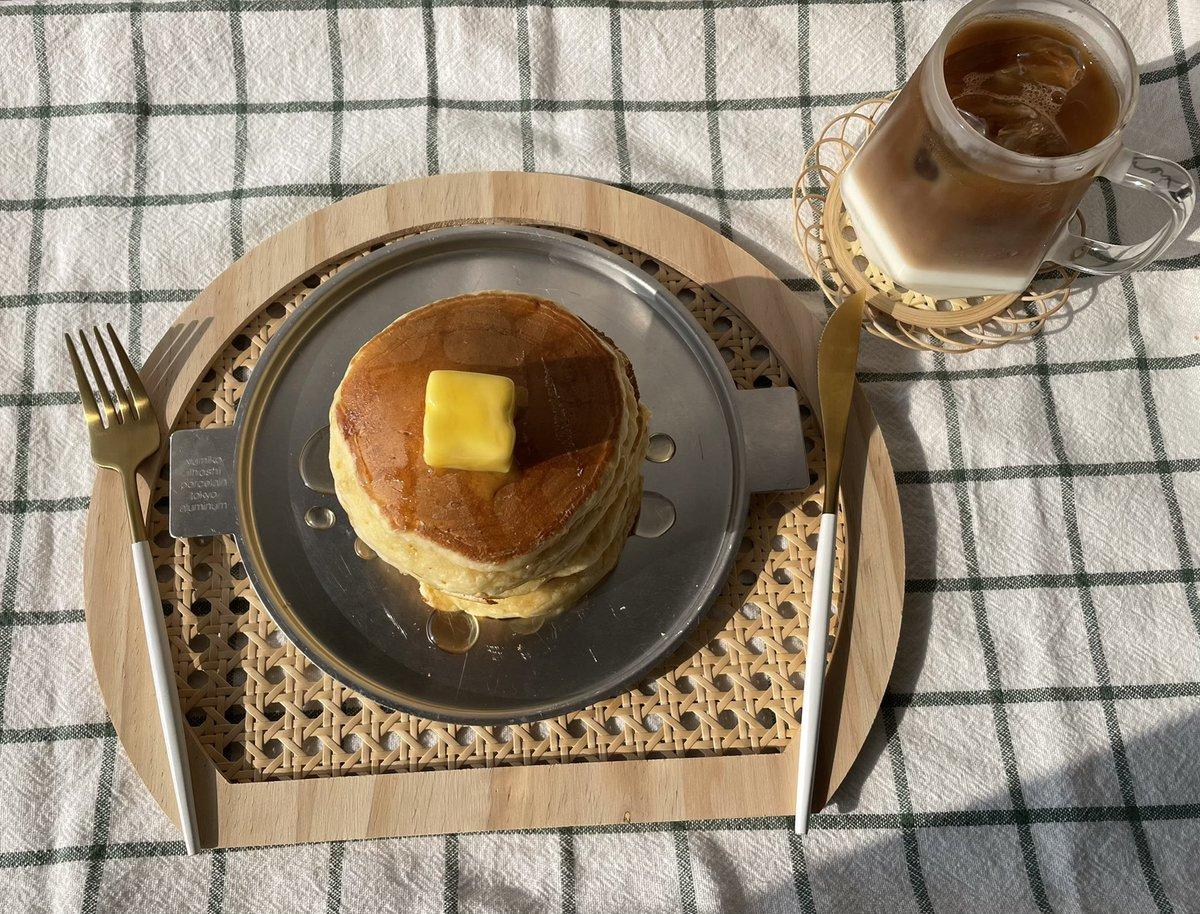 お家でも喫茶店の味!みりんと溶かしバターで美味しいホットケーキが作れる!