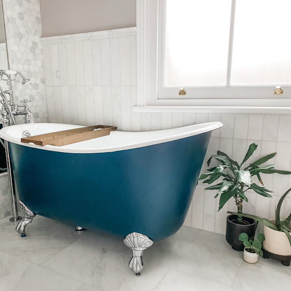 We are always pleased to see images from our customers of their baths in place. Thank you to Apple Fiel for supplying this image of The Shelley Cast Iron Bath, Farrow & Ball Hague Blue View our Full Range of Cast Iron Baths: hurlinghambaths.co.uk/baths/cast-iro… #castironbaths #expert