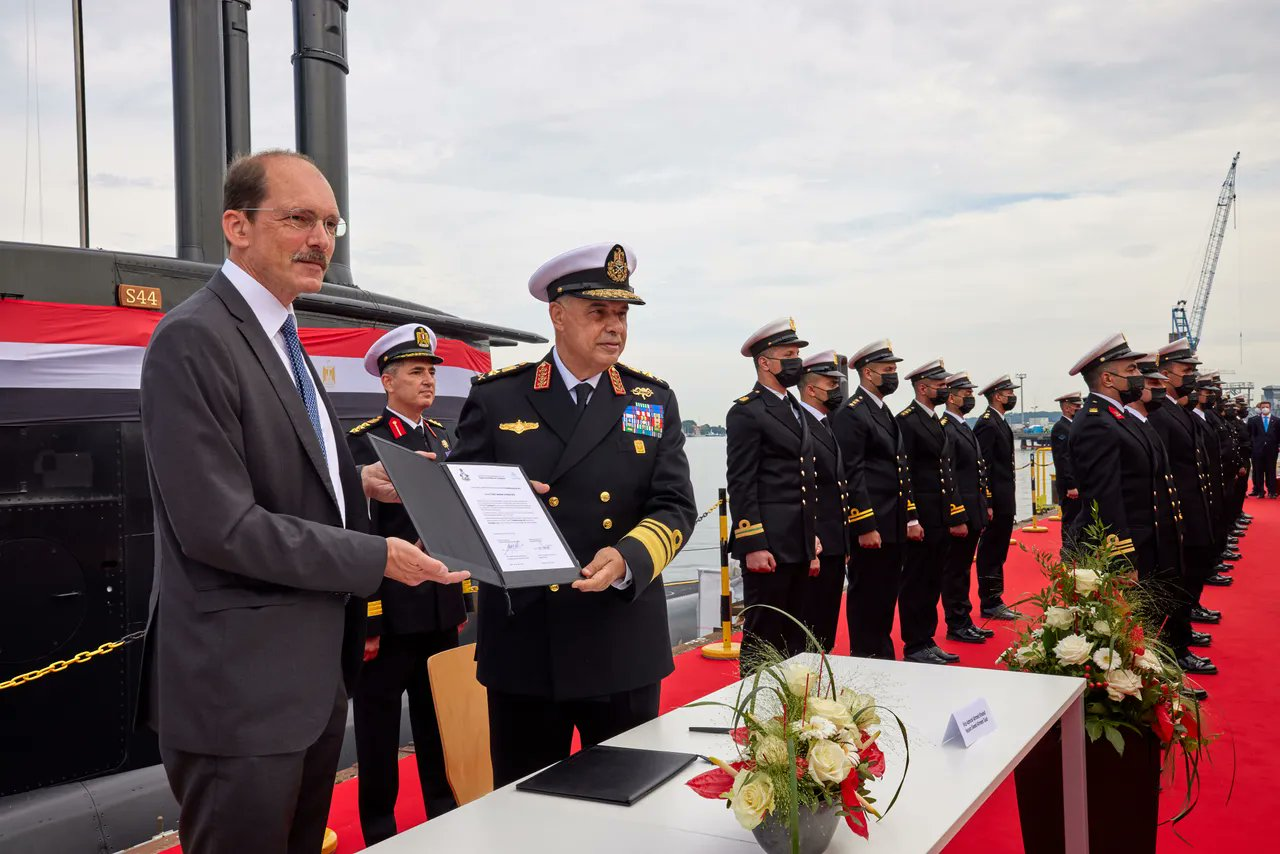 ألمانيا تنتهي من صنع الغواصة الرابعة من فئة تايب 209 الخاصة بالجيش المصري E52h51UUUAQvrtD?format=jpg&name=large