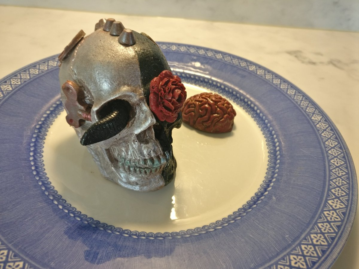 #Cake 🍰 Awesome of the Day ⭐ ➡️ #Steampunk ⚙️ #Gothic Black & Grey Solid Chocolate Skull 💀 And Brain 🧠 By @Truffle_Witch via @HoraceCSmith #SamaCake 🎂 ➡️ View More #SamaCollection 👉 https://t.co/Kugls3IJqU