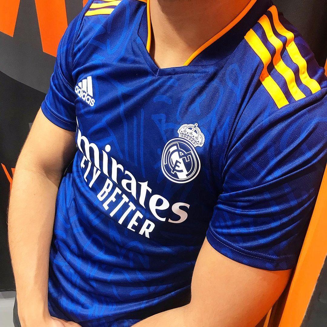Segunda Camiseta de Real Madrid 2021-22