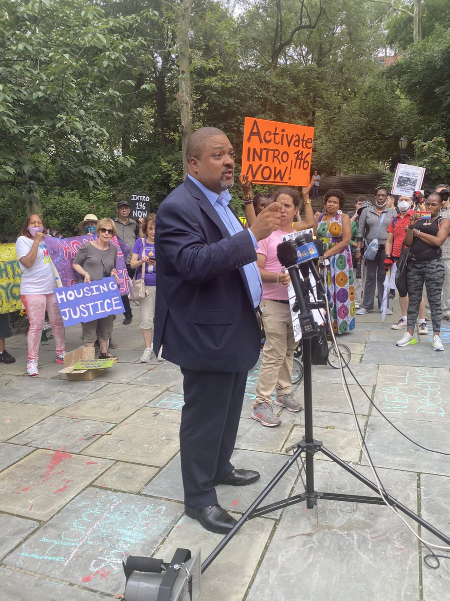 """""""Homelessness is a racial justice issue,"""" @AlvinBraggNYC reminds us. """"Housing is a human right!"""" #JulyHomelessRights https://t.co/Z50K7GtE8N"""