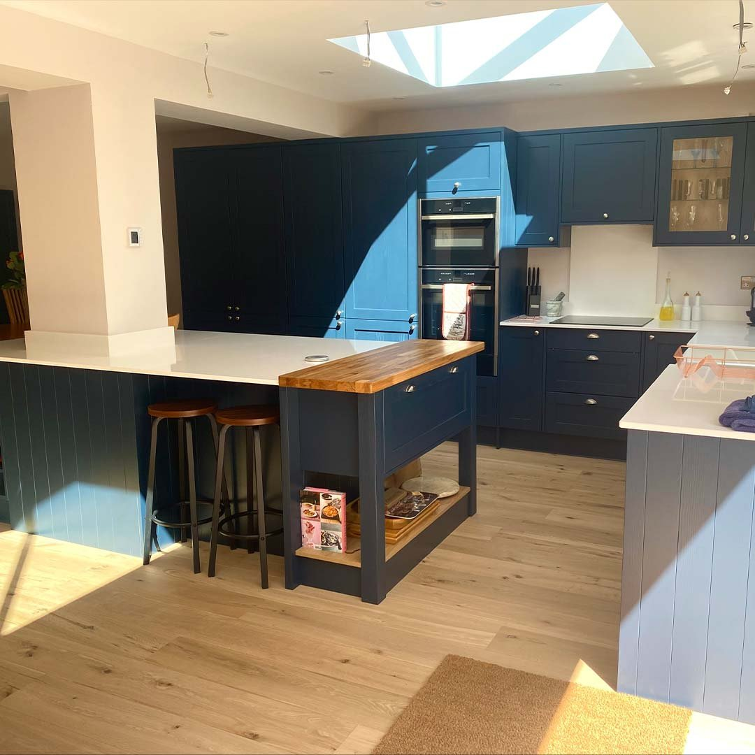 Wondering how to create a contemporary shaker kitchen? The opulent hues of Oxford Blue will add a modern touch to a traditional kitchen design. . How fantastic does our chef's table look?