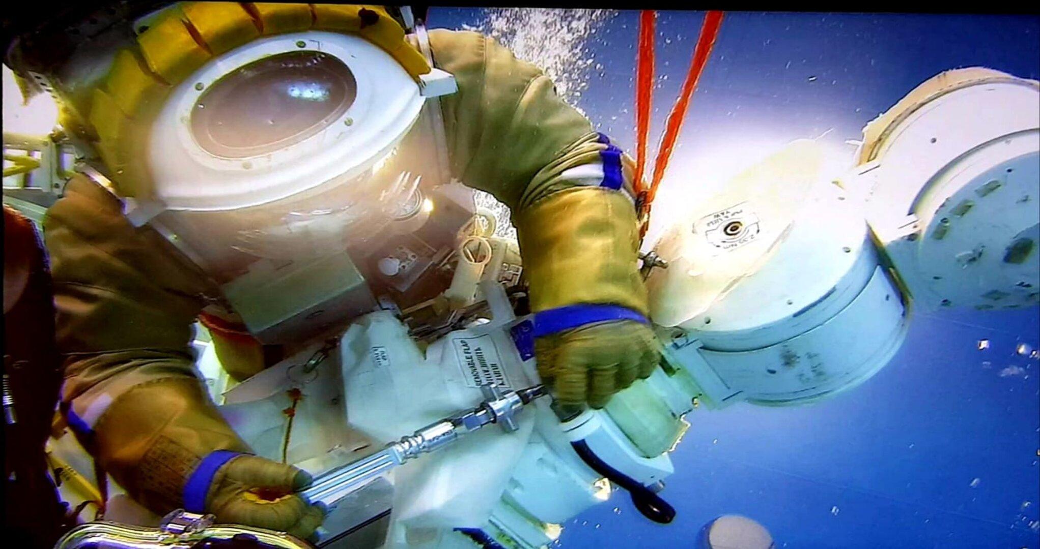 Les futurs équipages vers l'ISS - Page 21 E5HacRoWYAMsPL0?format=jpg&name=large