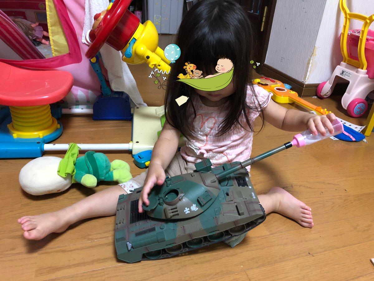 4人の子供を育ててきたけど…戦車にミルクをあげているのは初めて見た!