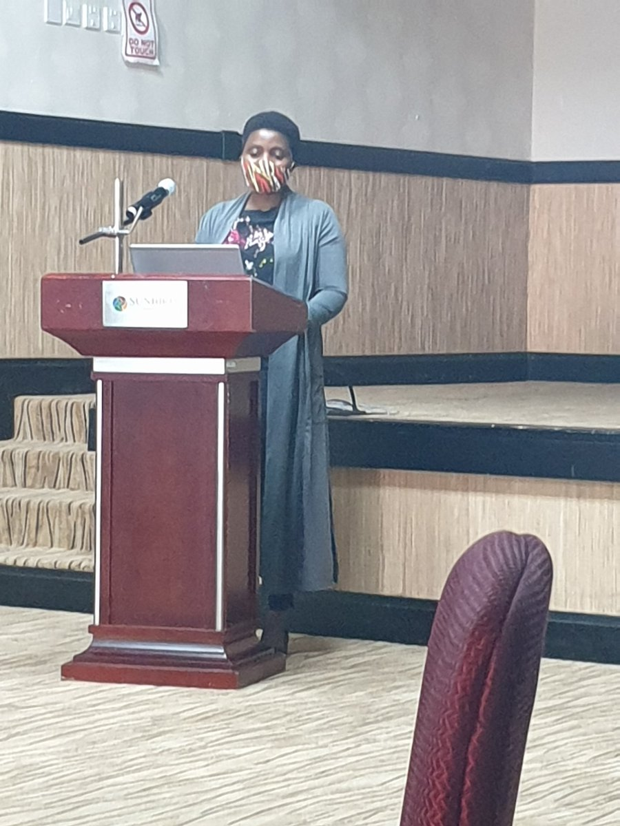 Training  and equipping Midwives with skills in USS requires a properly laid out training plan. TUDA responds to that and implemented under the DIPLOMATIC study. Dr Martha Masamba of @KUHeS_mw presenting on the DIPLOMATIC studies. @MlwTrust @JHP_Malawi @DavidLissauer https://t.co/rPV2KvNfP6