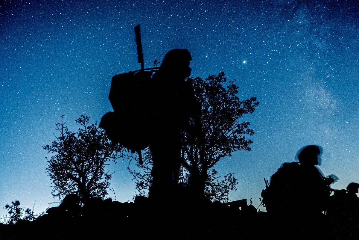 """""""شيئان ما انفكا يثيران الاعجاب في نفسي  : السماء ذات النجوم من فوقي ، و سمو الأخلاق عند الإنسان"""