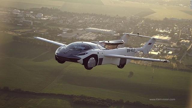 空飛ぶ車がついに試験飛行で都市間飛行を成功させる!
