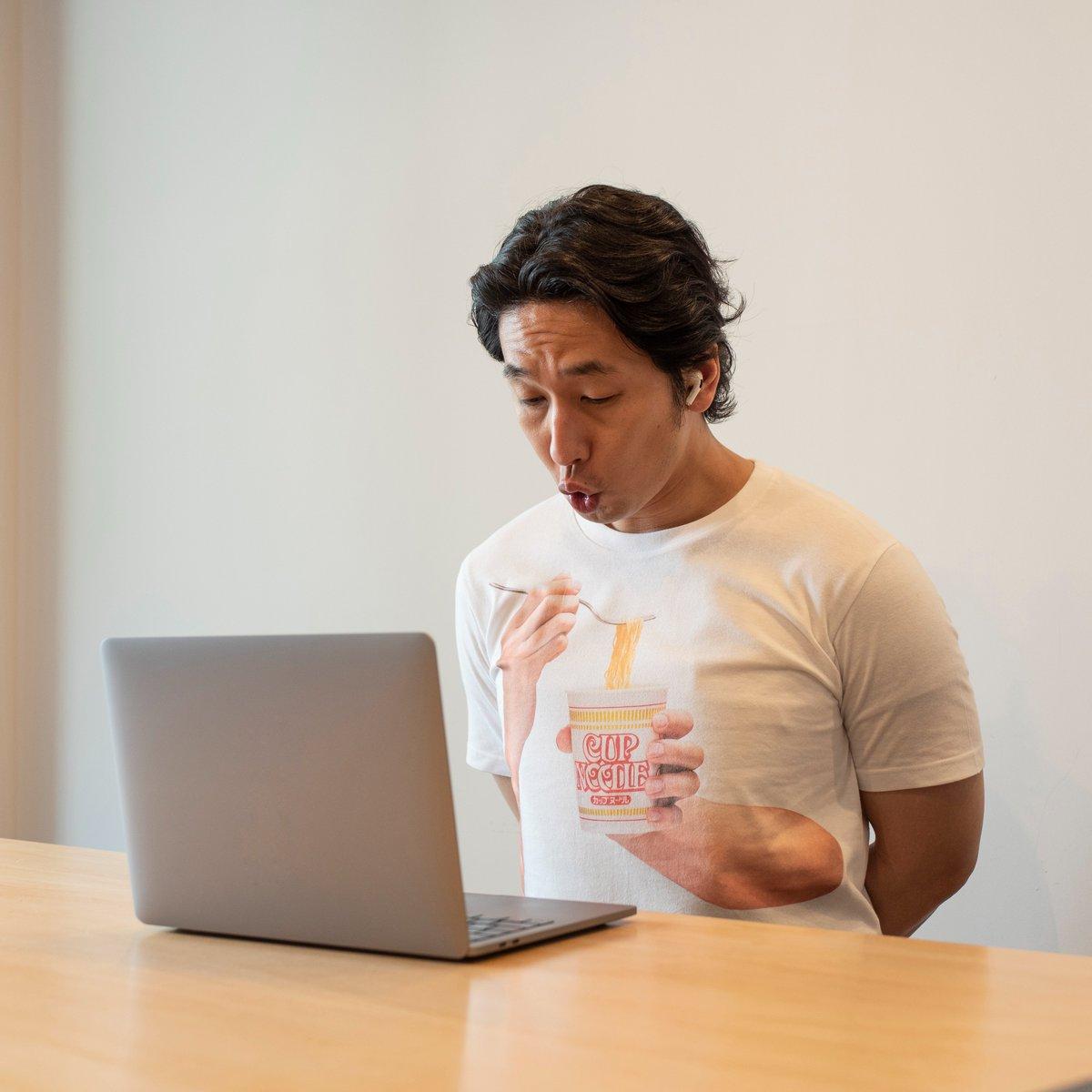 オンライン会議中に怒られる?カップヌードル食べている風Tシャツ!