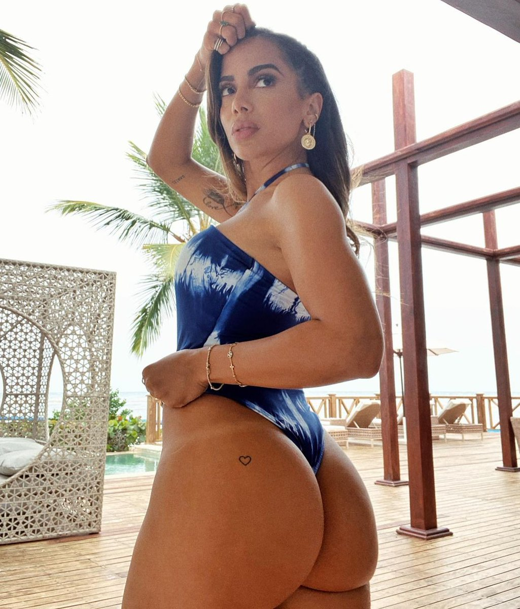 I'll admit it... I have a serious crush on a #GirlFromRio. 🥰  #Anitta https://t.co/Oh7NaarCYS