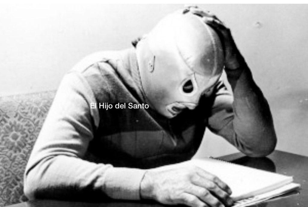 """""""Los hombres pueden morir, las leyendas son eternas """" Frase de la película 'Santo La Leyenda del Enmascarado de Plata' https://t.co/8KsyBo11bO"""