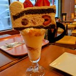 大阪のカフェで注文したケーキパフェが衝撃的!想像の斜め90度真上のものとは一体!?