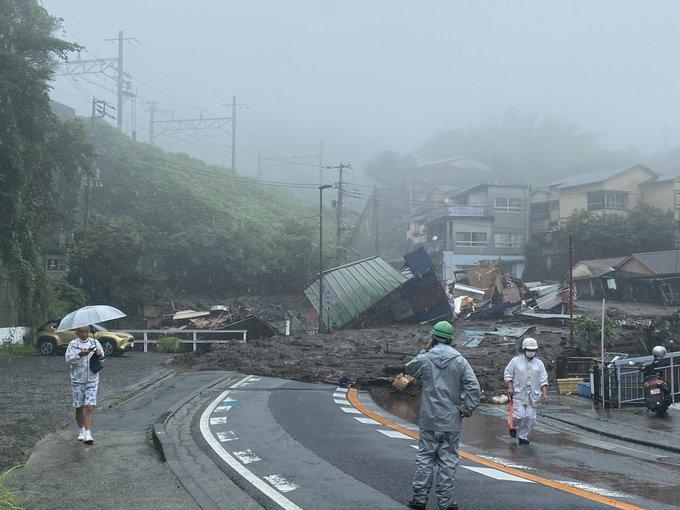 熱海市で大雨で土石流・土砂崩れが発生 安否不明者も 東海道線にも影響か