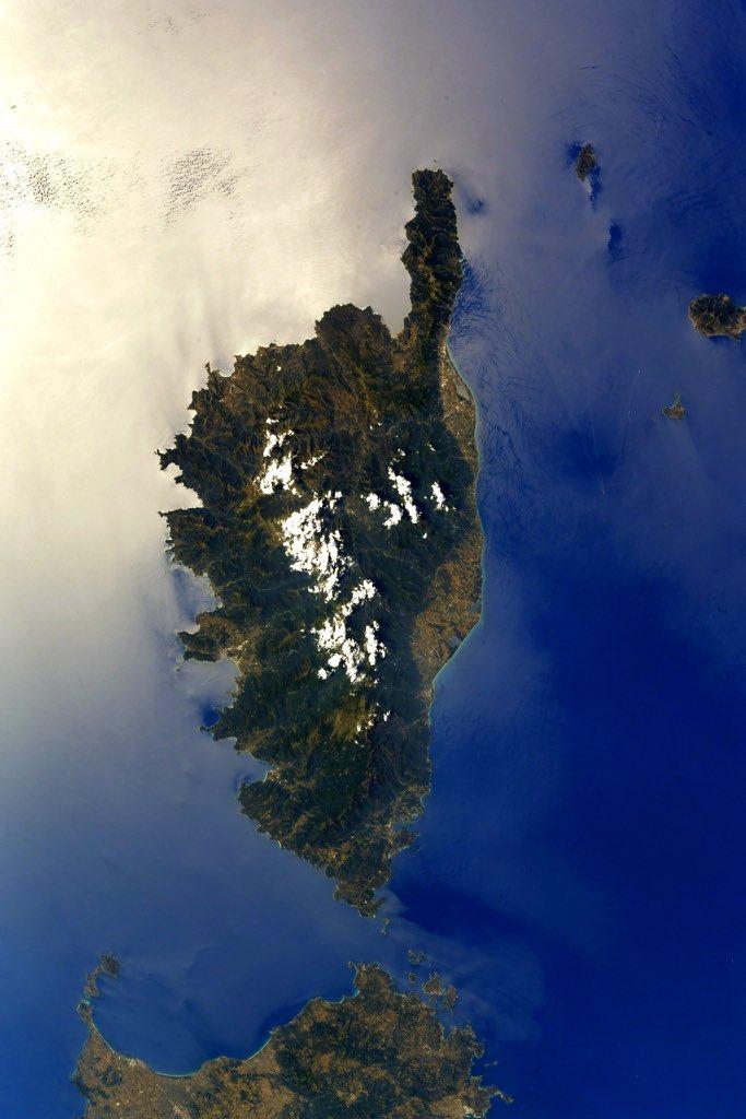 Magnifique photo de la #Corse capturée par Thomas Pesquet @Thom_astro, depuis la station spatiale internationale. #iss #thomaspesquet