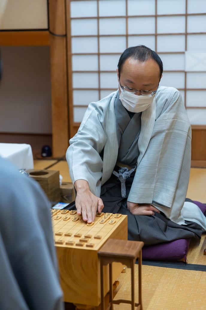 藤井聡太さん、棋聖タイトルを防衛し10代で初めて九段となる!