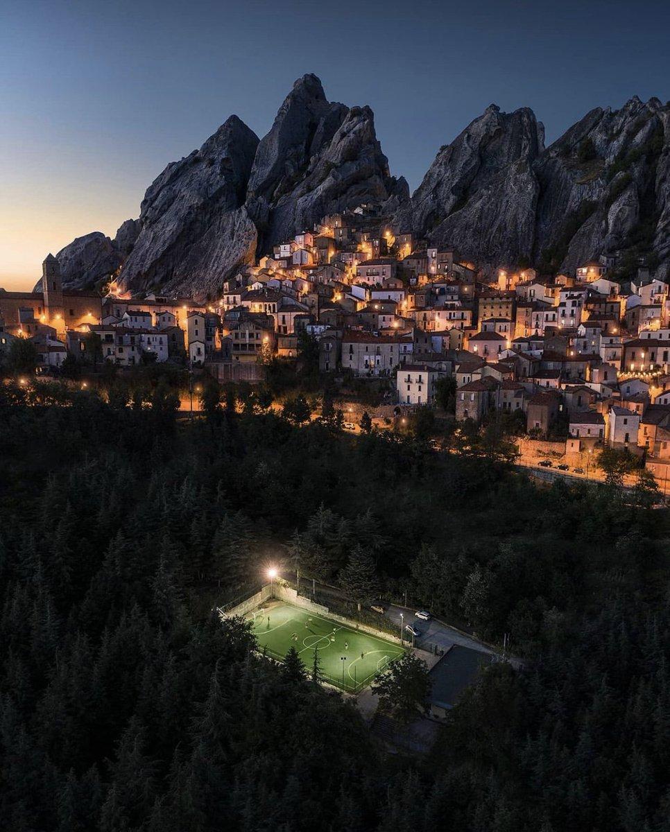 ⚽️ The most amazing football pitch locations in the World. Thread:  1. Castelmezzano, Italy 📸Sebastien Nagy https://t.co/7RrH7oLYqr