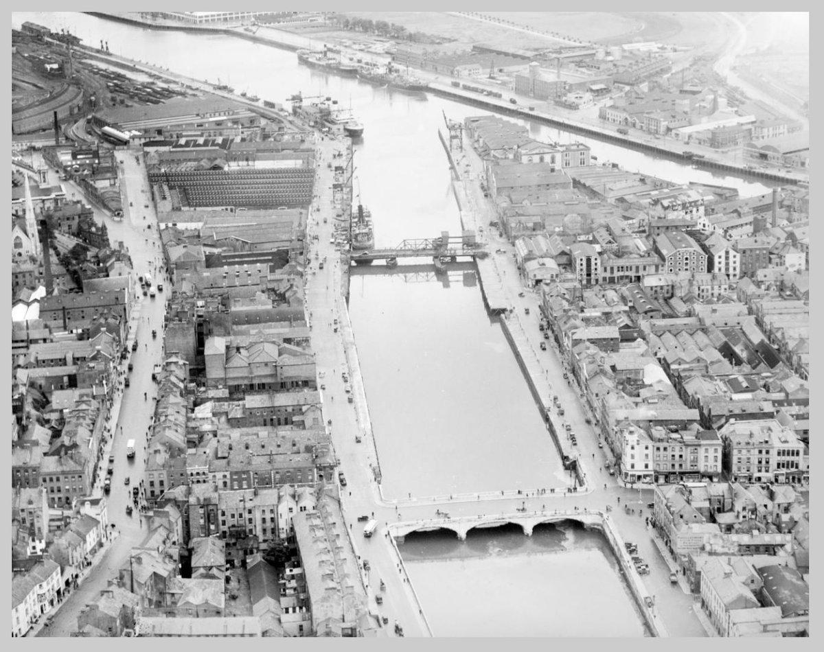 #Cork 1933 with views of Patrick's Street & MacCurtain Street & @MetropoleCork #Cork #LoveCork #PureCork Photo Aero Films https://t.co/8RYbFpNiTZ