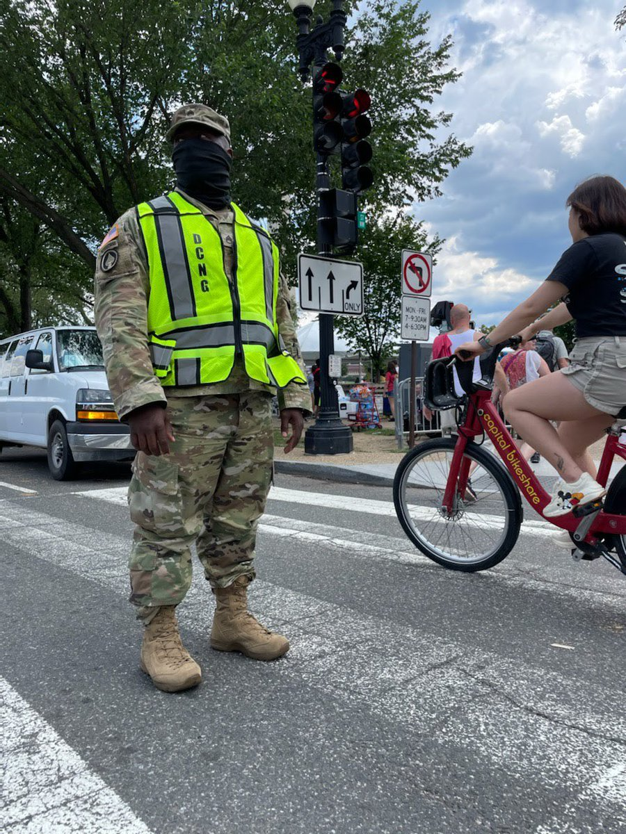 """""""It's a time to come together & celebrate as a country,"""" says US Army Sgt Jon Anthony Pearson, culinary specialist, 547th Transportation Company. """"I'm happy to be out here supporting the mission & giving people the opportunity to celebrate safely."""" #fourthofjuly #independenceday https://t.co/CPaFGK2Jcb"""