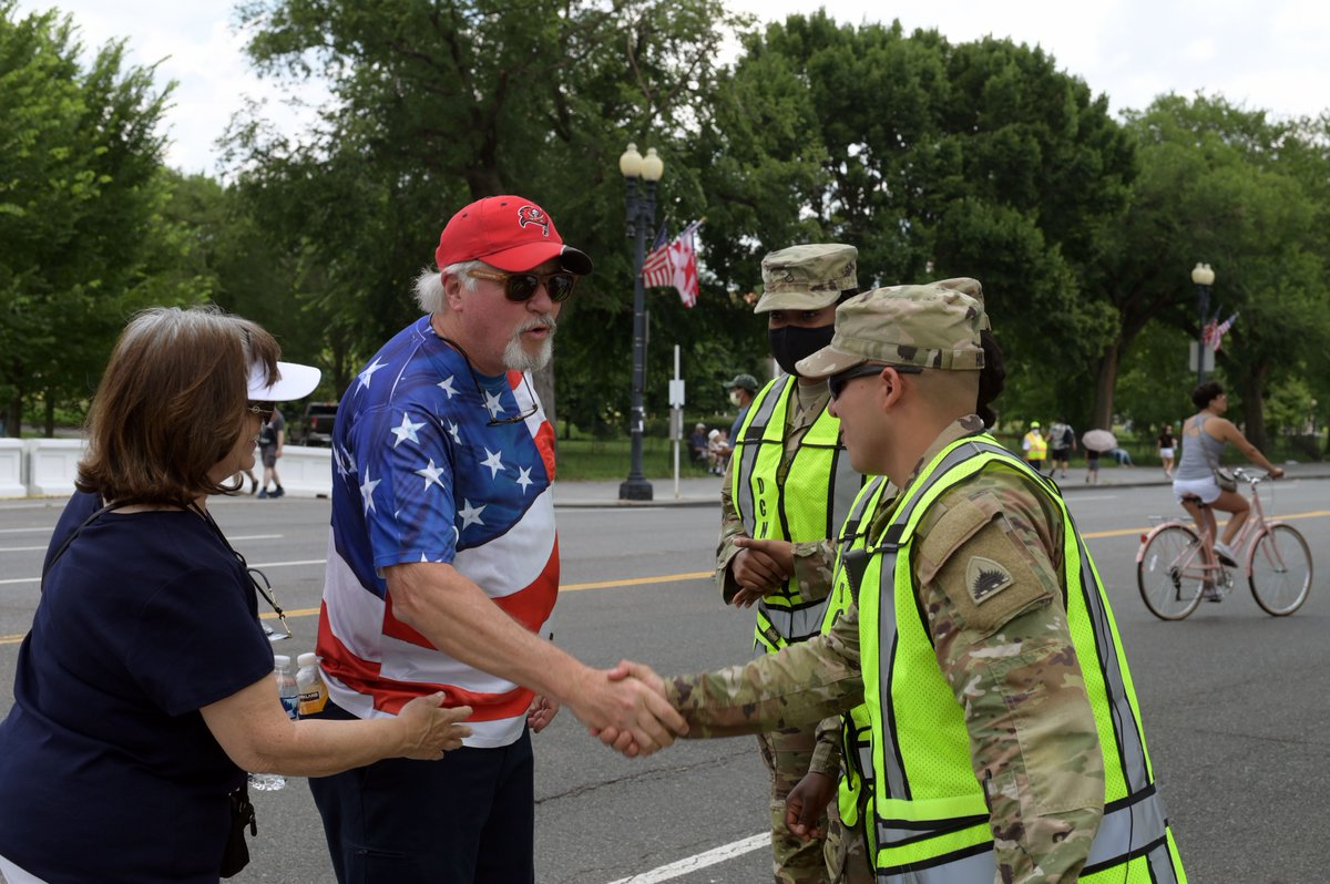 The District of Columbia National Guard takes pride in supporting the celebration of our nation's 245th #IndependenceDay in Washington, D.C. Members are supporting @usparkpolicepio by managing the flow of pedestrian traffic along the National Mall. https://t.co/M5uekMXJI0