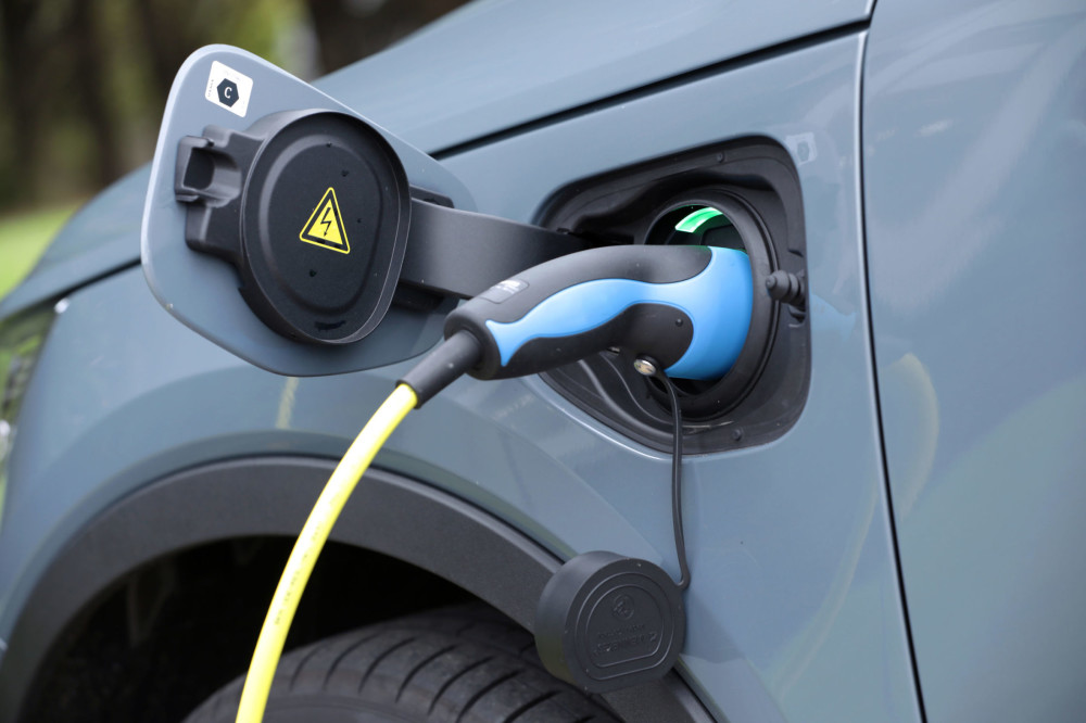 Sales of new electric cars jump 50% in just one month - RAC reaction https://t.co/6qSeRRCGvo https://t.co/QQIzcItTiB