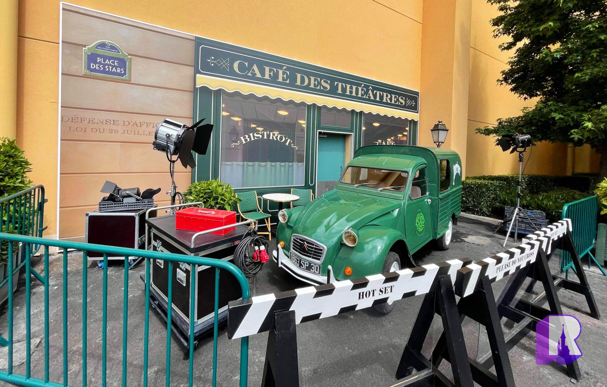 Les bizarreries de Disneyland Paris  E5huJbPXoAAD36O?format=jpg&name=large