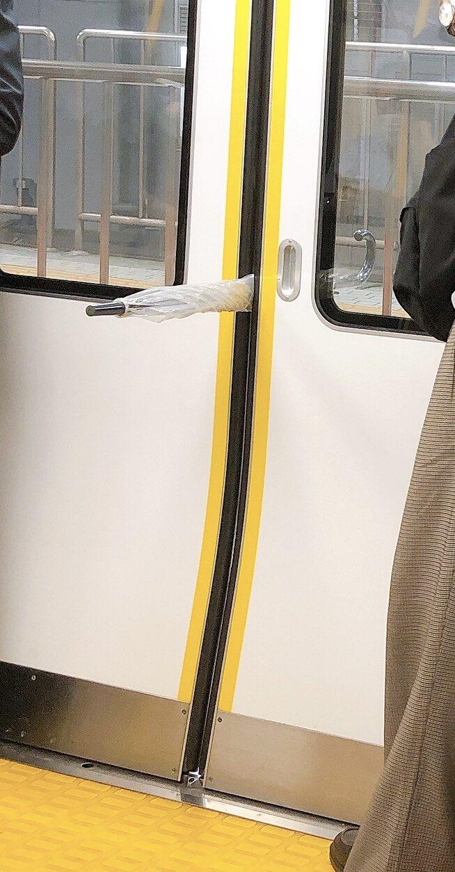 【傘がドアに挟まったことが原因】駆け込み乗車で中央線が一時運転見合わせに