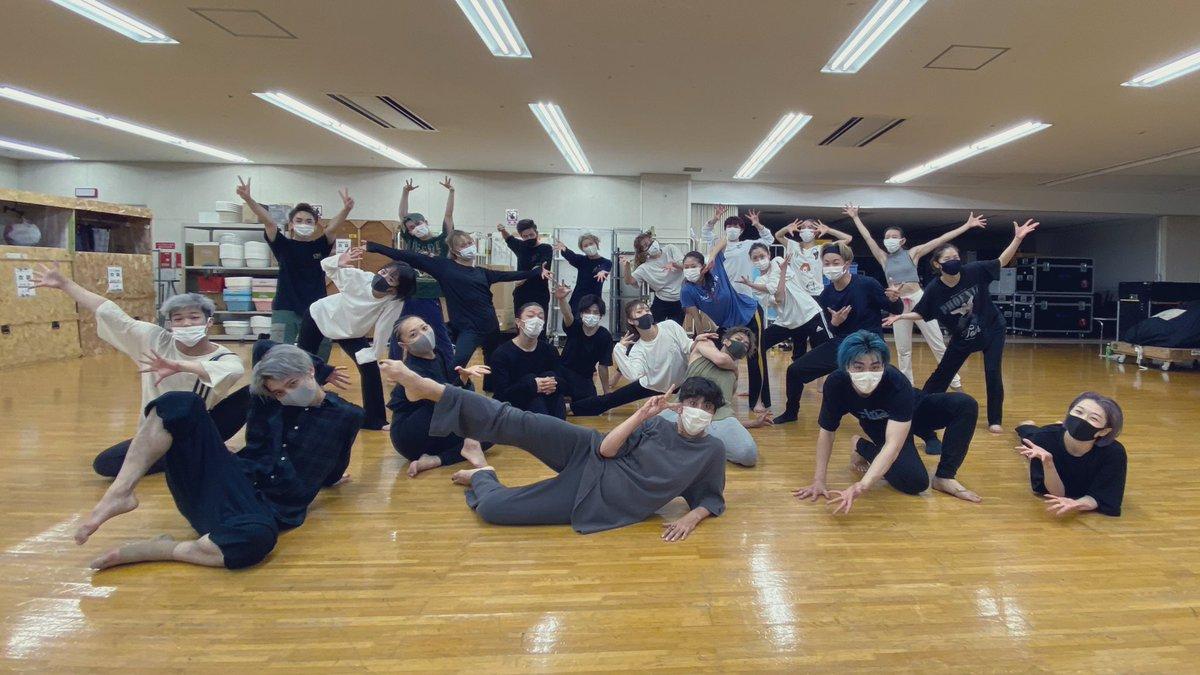 test ツイッターメディア - 昨日の公演後 乳母役の原田薫さんが レッスンしてくださいました🥺 幸せです ダンサーの皆さんとのシーンがほとんど無いので 寂しかったんですが 皆さんの表現を感じられて なんと贅沢な時間なんだと幸せでした🥺  ジュリエットは踊らないので 久しぶりに踊って 筋肉痛に襲われております #ロミジュリ https://t.co/FhKCOKMAvP
