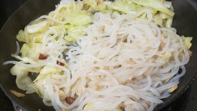 ダイエット中でも罪悪感なく食べられそう!「しらたき」を使ったペペロンチーノのレシピ!