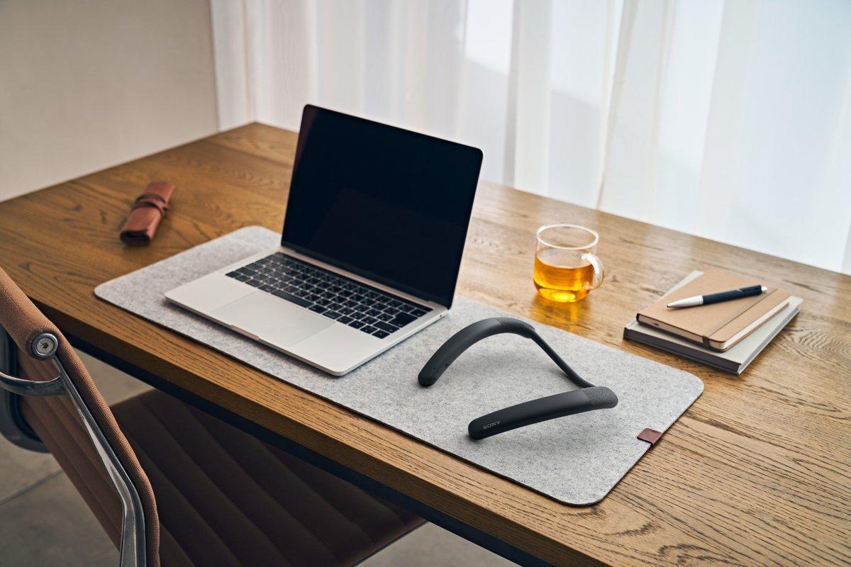 Ideal fürs #Homeoffice: Der neue kabellose Lautsprecher SRS-NB10 von #Sony ist das perfekte Accessoire auf deinen Schultern und macht #Online-Meetings und lange Calls komfortabler.  AT: https://t.co/6OVJU1Uxeg CH: https://t.co/D5by1miRQq https://t.co/ahKgp3ccg7