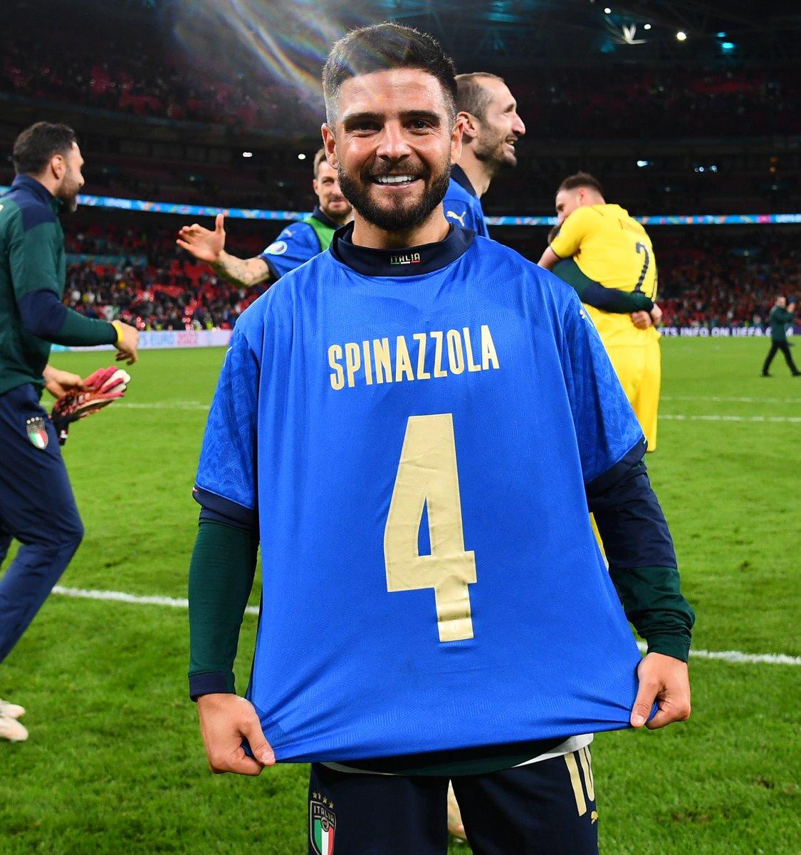 """Invictos on Twitter: """"¿Italia se clasificó a la FINAL de la Euro 2020? Pues  Lorenzo Insigne salió a festejar con una camiseta de Leonardo Spinazzola,  quien lamentablemente se rompió el tendón de"""