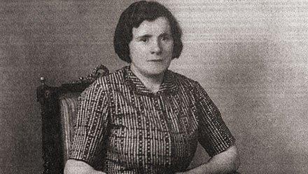 كارولينا جوشيكوفسكا سيدة بولندية أعدمها النازيون عام 1945 لإيوائها رجلين يهوديين في قبو منزلها عام 2011…