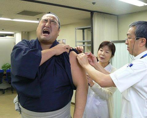 実は苦手な人多数?痛がり方が半端ない注射力士シリーズ!