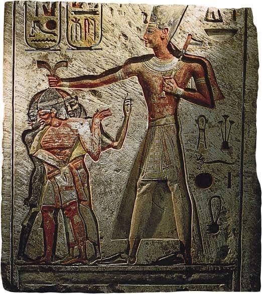 ImageWenn der Flusspegel sinkt, sollen alle Soldaten des Pharao eilen und erst nach der Befreiung des Nils zurückkehren, die seinen Fluss einschränkt Es ist Ägypten,