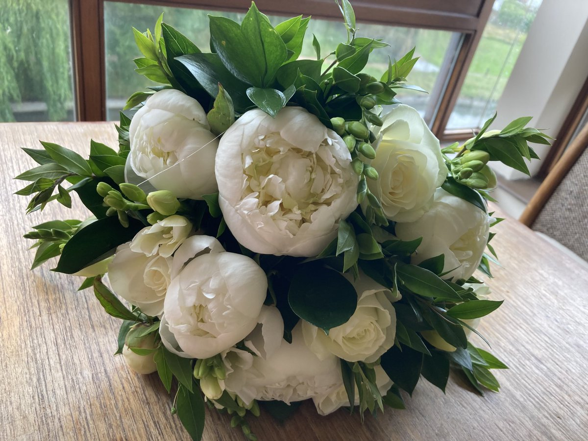 My beautiful bouquet was from Peter Graves florist in Cambridge market with Myrtle from a cutting Antonia Fraser gave me for my garden, from her wedding bouquet, and it was caught by my dear friend @KitchenBee https://t.co/bDkmDbkOnl
