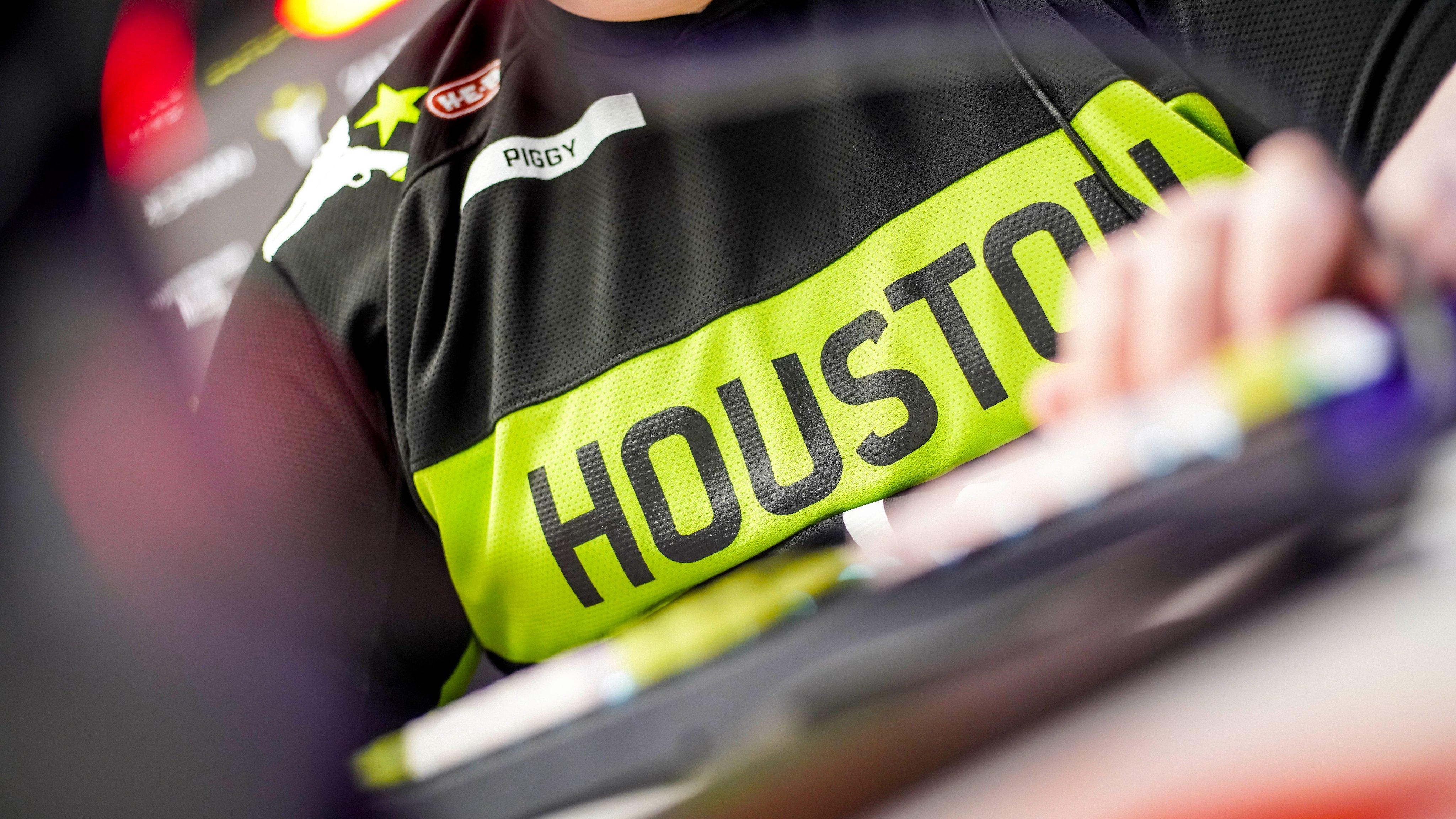 Piggy Houston Outlaws Fourth Battle For Texas