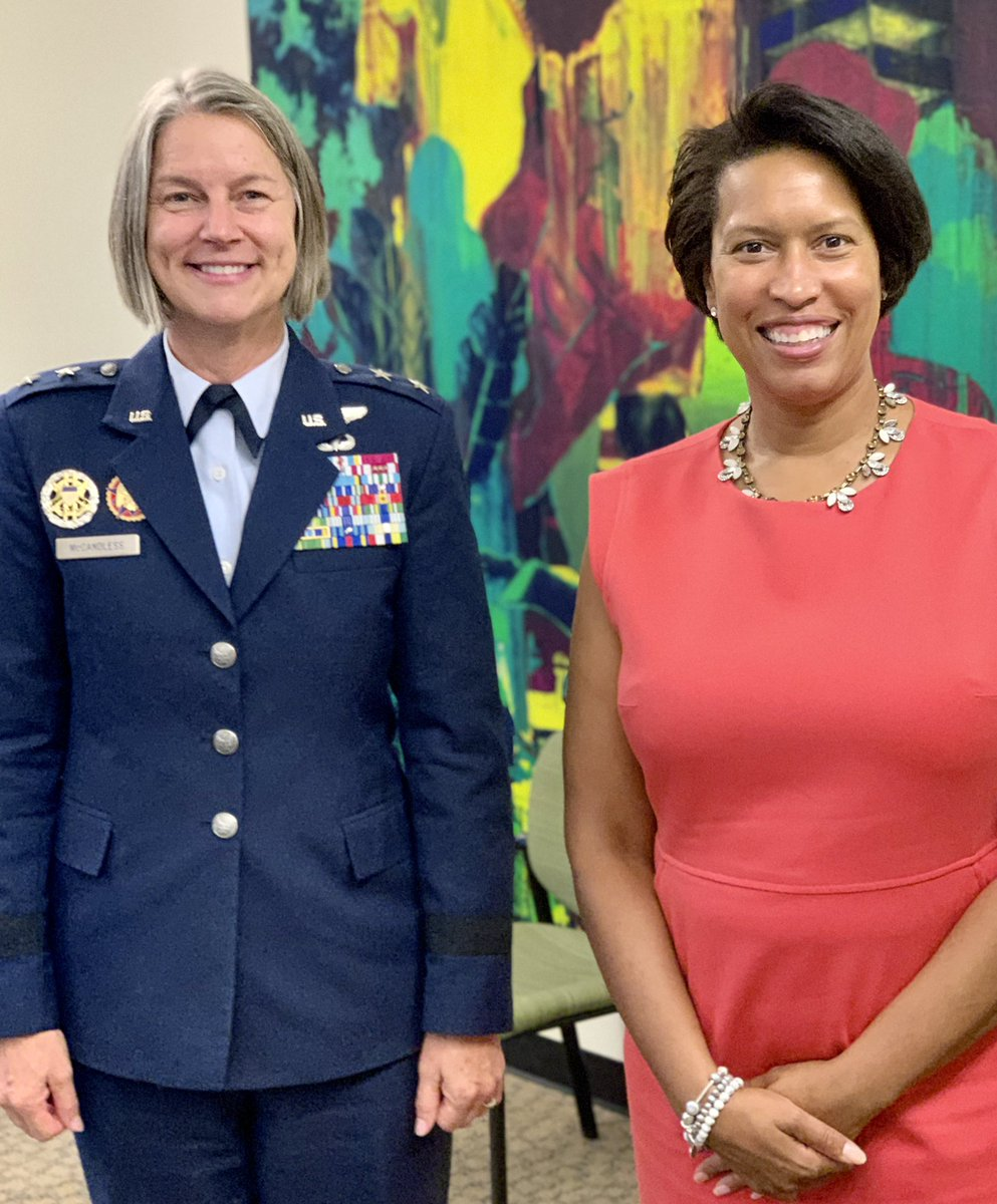 U.S. Air Force Maj. Gen. Sherrie L. McCandless, interim commanding general, DC Guard, & @MayorBowser discussed the strategic importance of their relationship during their first official meeting at the D.C. Mayor's office. #DCNG #CapitalGuardians #MayorBowser https://t.co/RBhRQpkAHk