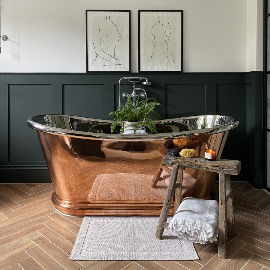 We are always pleased to see images from our customers of their Baths in place. Thank you to Reviving_no37 (Instagram) for sharing this image of the Copper Bulle, Copper Exterior and Nickel Interior hurlinghambaths.co.uk/baths/copper-n… #baths #castironbaths #hurlinghambathrooms #expert