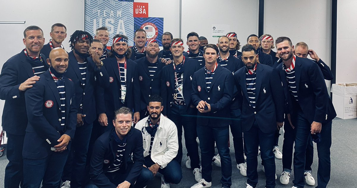 Squad up #ForGlory🇺🇸   #TeamUSA #Tokyo2020 #OpeningCeremony https://t.co/128OE69SDI