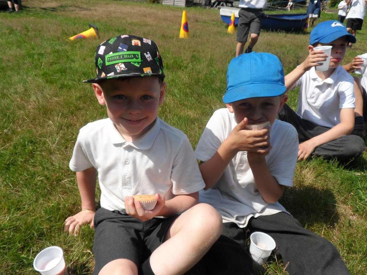 Saturn class enjoyed a lovely treat of buns 🧁 and milkshakes 🥤 yesterday morning for being this terms overall attendance winners!🥇 Well done Saturn! ✨