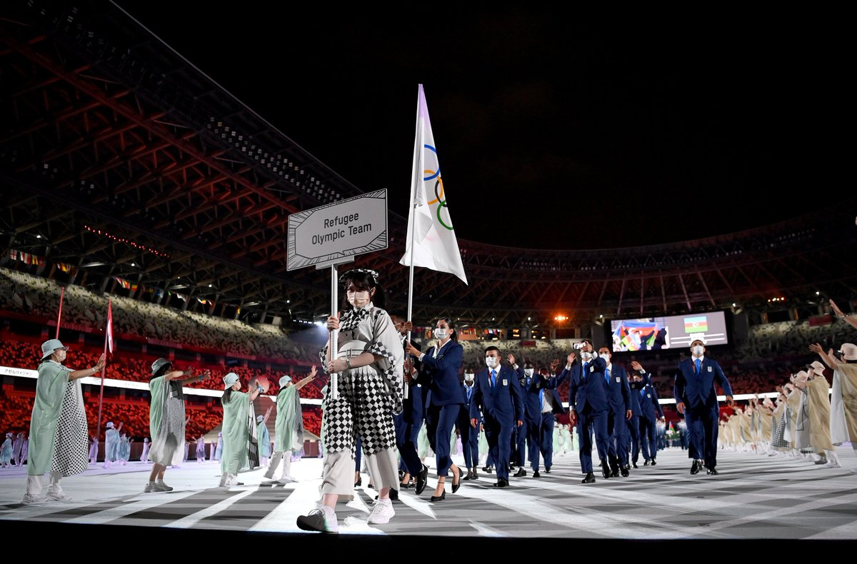 For the second time in its history, the Olympic Games welcome the IOC Refugee Olympic Team!❤️  Leading the delegation into the stadium are the flagbearers, swimmer @YusraMardini and marathon runner TachlowiniGabriyesos.  #StrongerTogether #OpeningCeremony #EoR  @RefugeesOlympic https://t.co/ftVl2Kzd4H