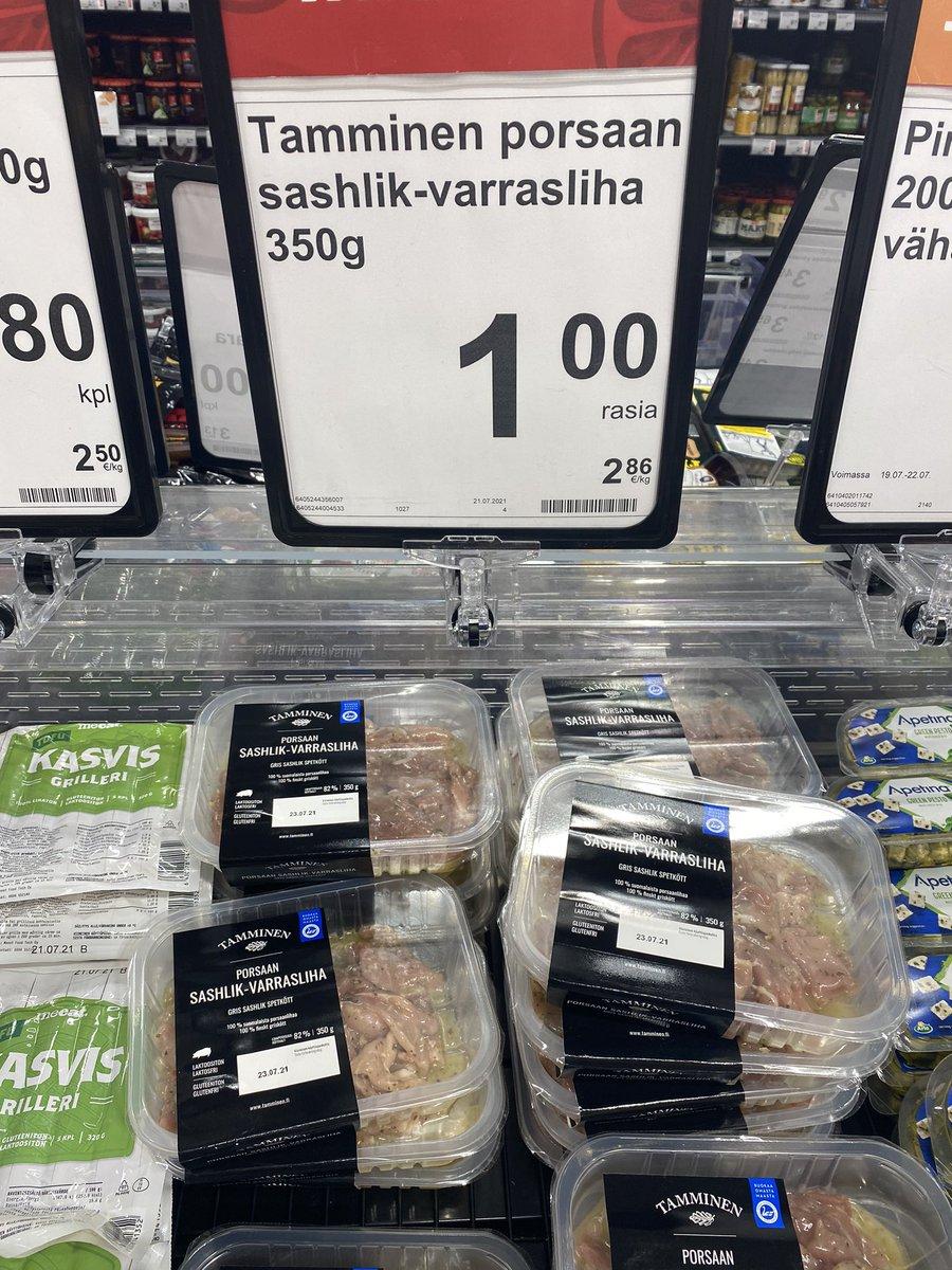 Kauppias hoitaa homman. Nyt on läskillä, siis tolla lihalla, hinta jiirissä. 👌 https://t.co/oU8icr6AkK