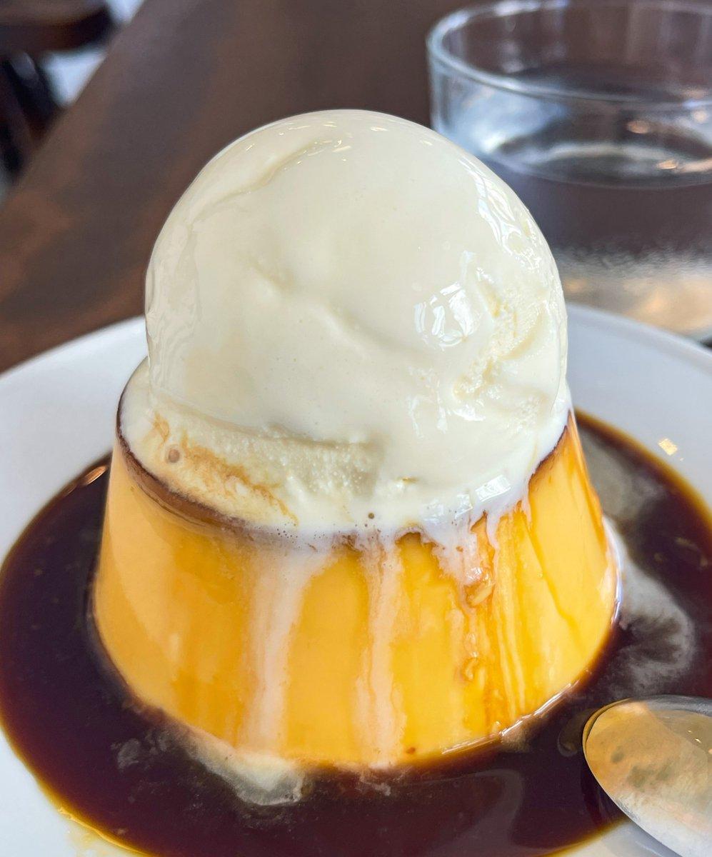 【2F coffee】 @東京:八丁堀駅から徒歩4分  豪快にアイスを載せたプリンを食べられるお店。  しっかり固めプリンに、ひんやり冷たいアイスを載せており暑い日に食べたくなるスイーツ!アイスが溶け出して甘みが増します!  1組2名まで&滞在は1時間以内までとなります!