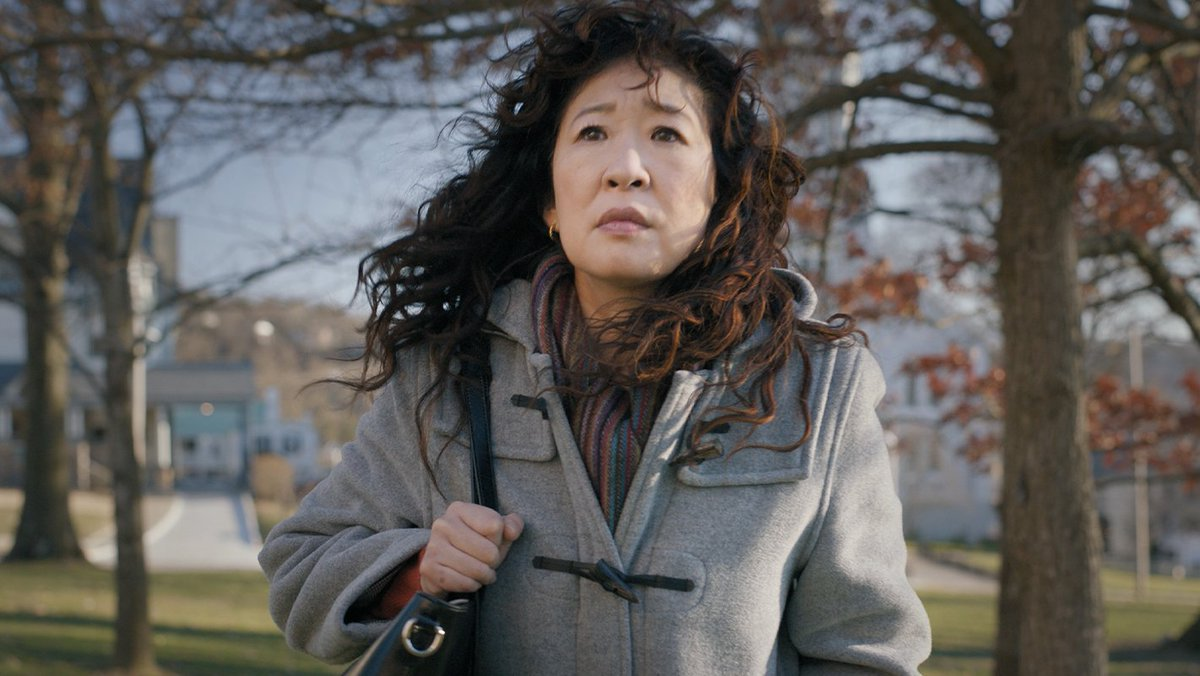 She's tearing up the syllabus.   Sandra Oh is The Chair. Only on Netflix August 20th. https://t.co/YbWbItTC2K