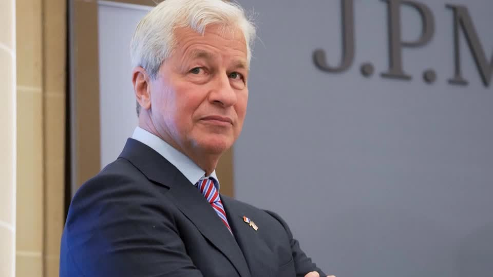 JPMorgan Chase awards CEO Jamie Dimon 1.5 million additional stock options as an incentive 'to continue to lead the firm for a further significant number of years' https://t.co/0go0s05rtz $JPM https://t.co/ZQm7AYmWGC